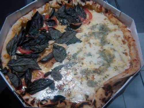 Flamboyant Grill e Pizzaria - Pizza Meia Marguerita, Meia Quatro Queijos
