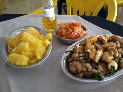 Carne de Sol 1008 - Mandioca, Feijão Tropeiro, Vinagrete e Manteiga do Sertão