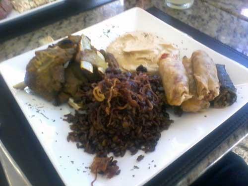 Restaurante Árabe - Cordeiro Assado à moda Árave, arroz com lentilhas, patê de grão de bico e charutos