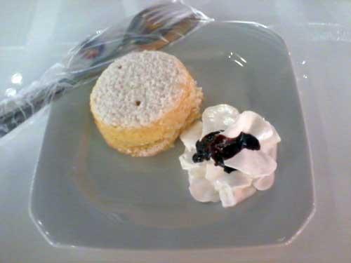 FNAC Café - Bolinho de Pão de Ló recheado com Creme de Baunilha