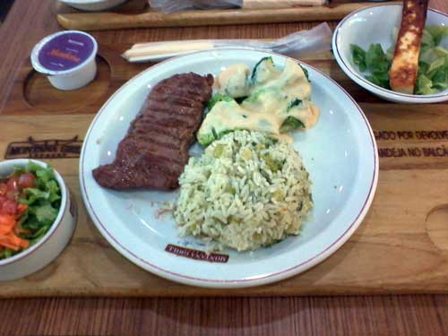 Montana Grill Express - Bife Ancho, Arroz com Brócolis, Brócolis com molho, Salada (Tomate, Alface e Cenoura), Molho Barbacue e Queijo Coalho