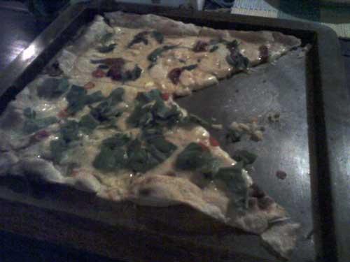 Pirineus Pizzaria - Pizza: Meia Pirineus, Meia Rosário