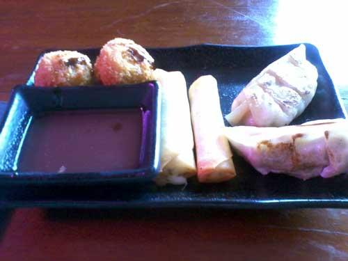 Hakone Restaurante - Guiosa de Lombo, Bolinho de Peixe e Harumaki de Queijo com Ervas
