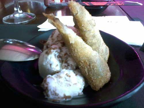 Hakone Restaurante - Harumaki de Banana com Canela e Sorvete de Flocos