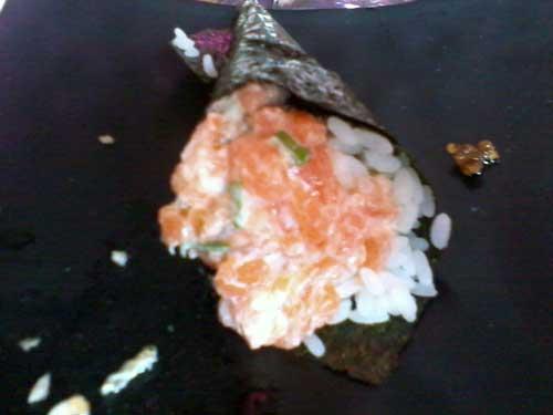 Hakone Restaurante - Temaki de Salmão Completo
