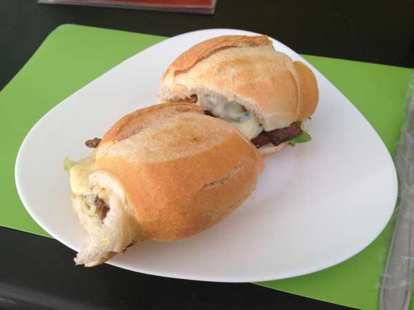 Acanto Restaurante - Sanduíche de Picanha Fatiada no Pão Francês