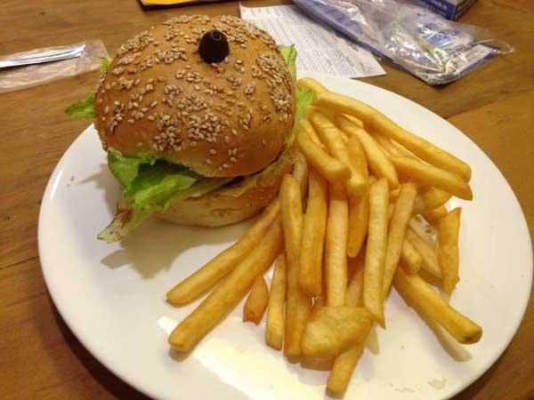 Retrô Foods & Drinks - Sanduíche de Frango com Batatas Fritas