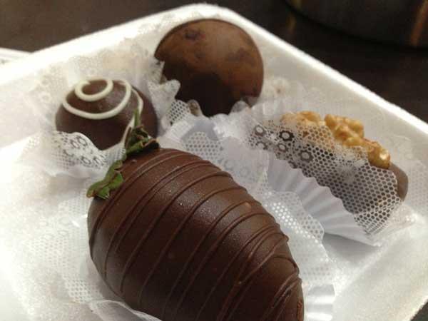 Empório Della - Docinhos: Chocolate com Morango, Chocolate com Nozes, Chocolate Diet e Bombons