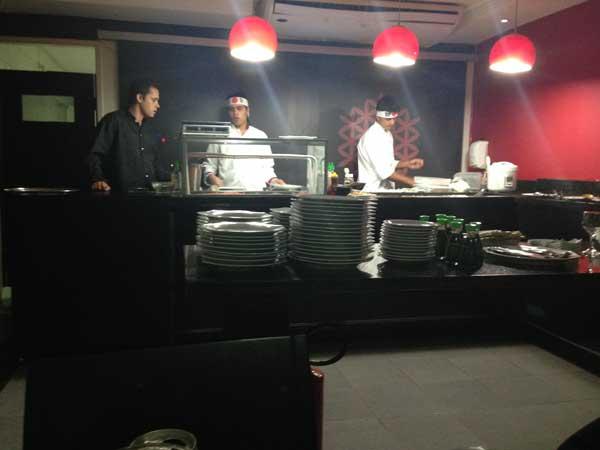 Nirá Restaurante Japônes - Chefs Trabalhando