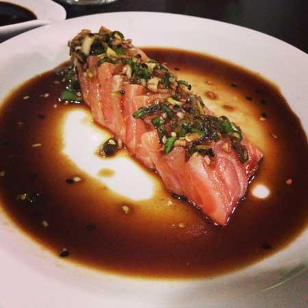 Nirá Restaurante Japônes - Salmão com Molho Tataki