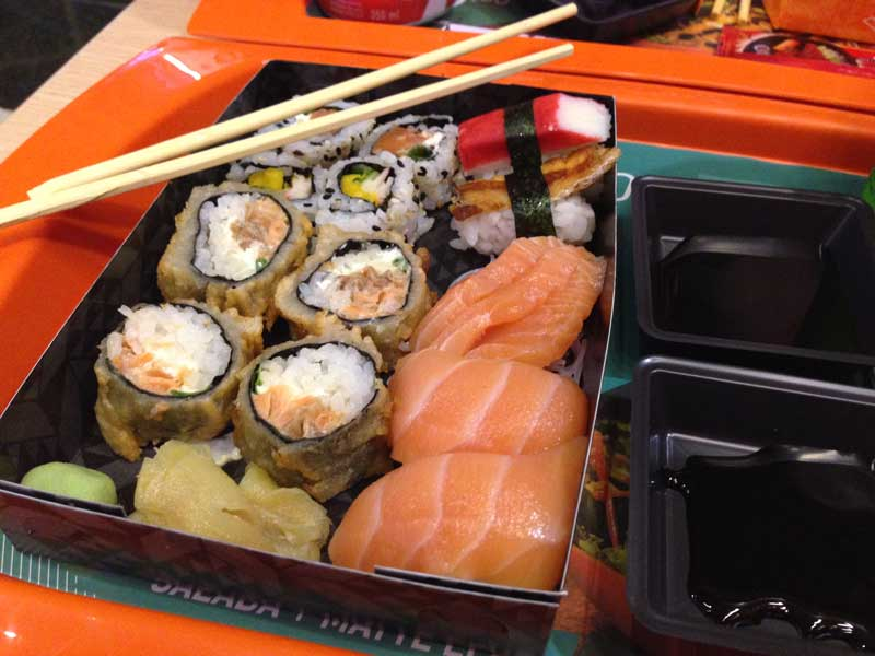 Koni Japa Fast Food - Kombinado 3: Hots Philadelfia, Sushis e Sashimis
