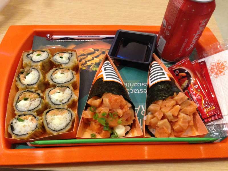 Koni Japa Fast Food - Kombo 2: Hots Philadelfia e Konis (Temakis)