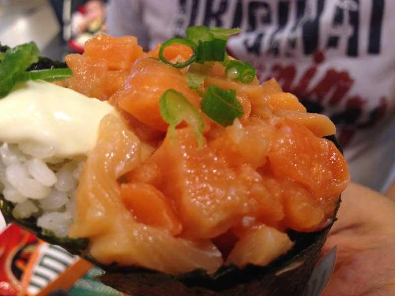 Koni Japa Fast Food - Koni (Temaki) de Salmão - Destaque