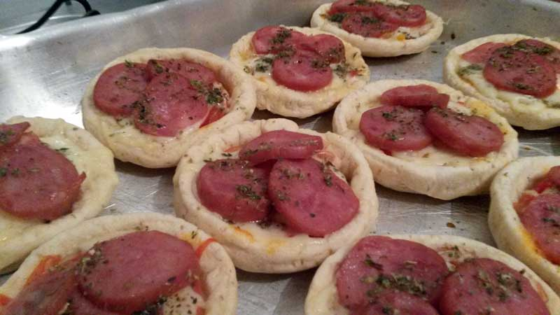 Pizza Fácil - Mini Pizzas: Queijo, Calabresa e Orégano