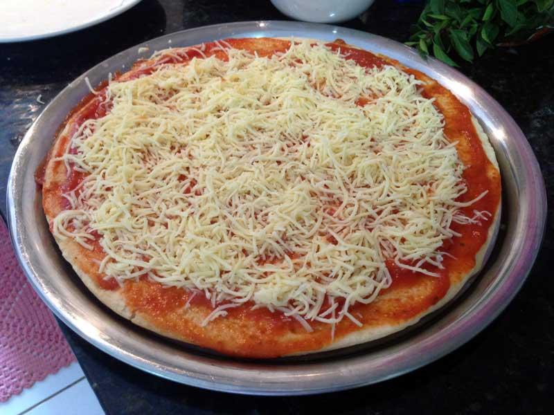 Pizza Fácil - Preparo: Queijo