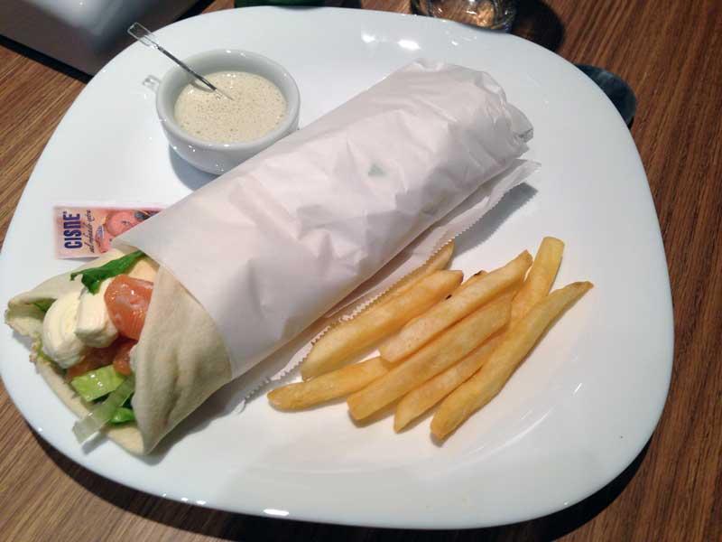 Falak Kebaberia - Kebab de Salmão com Cream Cheese